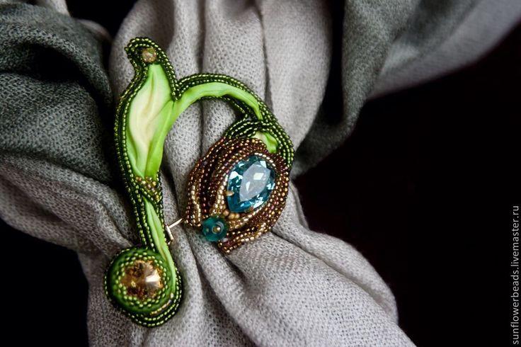 """Купить Брошь для шарфа """"Лазоревый луг"""" - зеленый, золотой, брошь в форме цветка, брошь цветок"""