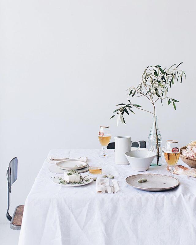 minimalist table setting