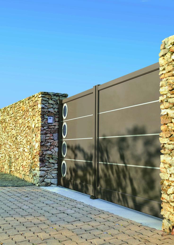 Découvrez Les Portails En Aluminium Sur Mesure Solabaie, Des Portails  Design Certifiés Traitement Marine