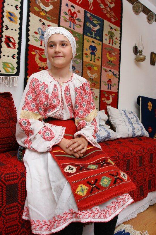 Arta Populara Romaneasca :: costume populare -- COSTUM DE FETE