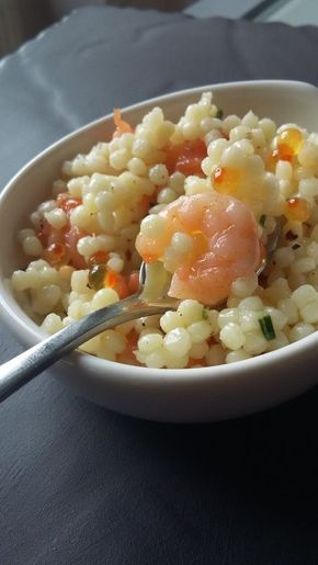 """Une salade à servir en verrines, en entrée ou sur un buffet. Niveau: facile Pour 8 personnes en entrée ou une 20aine de verrines Ingrédients: 250 g de pâtes """"perles"""" 100g de saumon ou de truite fumée (chutes, lardons, ...) 1 cuillère à soupe d'oeufs de..."""