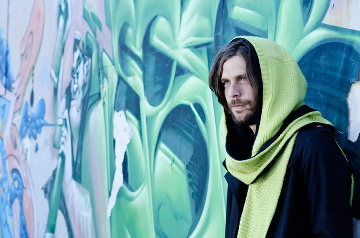 Lämmin Tupla is a cool and versatile hooded scarf, designed to be reversible.