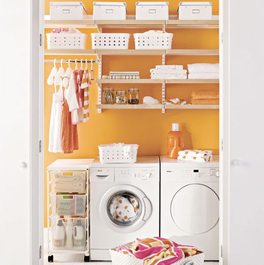 Love this.Wall Colors, Ideas, Room Colors, Laundry Area, Laundry Rooms, Laundry Closets, Laundry Organic, Bright Colors, Laundryroom