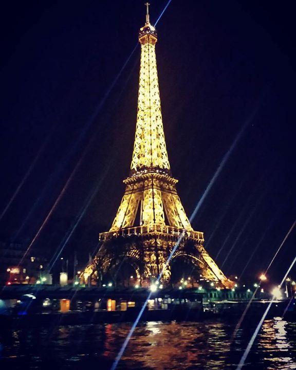 마지막 에펠탑 #paris #eiffeltower by bumreagi Eiffel_Tower #France