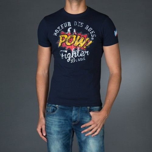 Round neck t-shirt with sweatband in contrast color. Big multicolor print on front and logo print on back.  € 23.90
