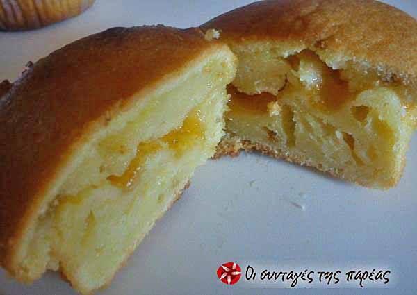 Muffins γιαουρτιού γεμιστά με μαρμελάδα