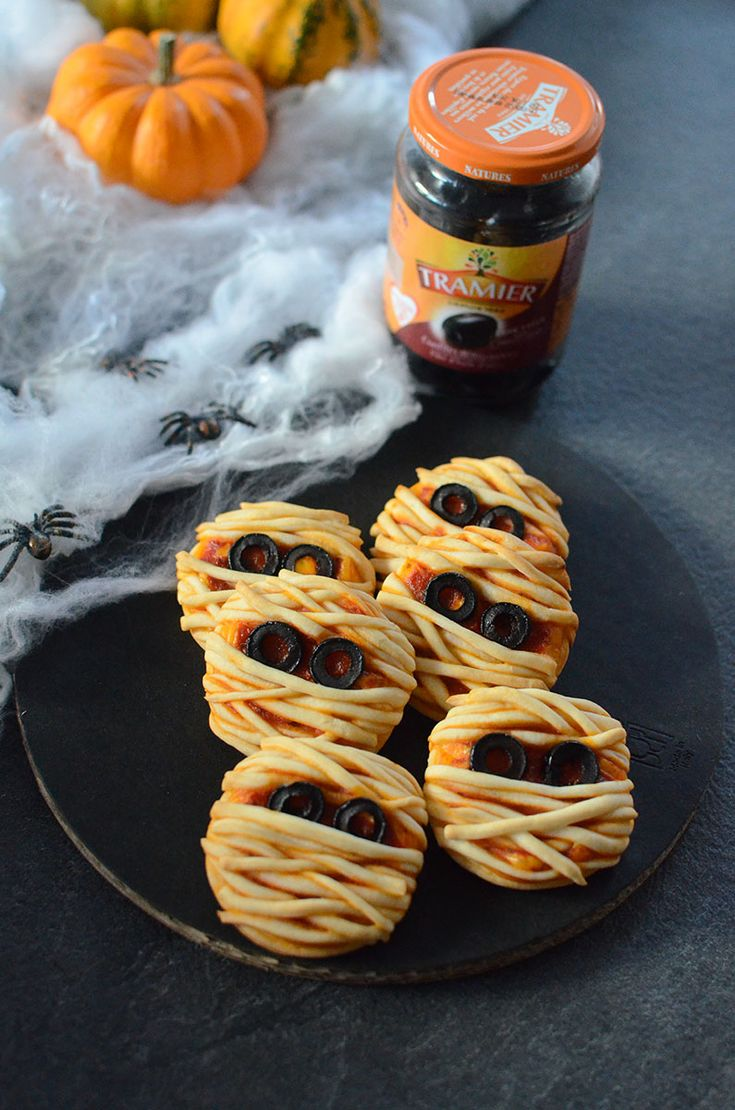 Mini-pizzas momies pour Halloween #pizza #halloween #enfant
