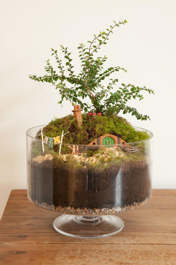 Tutorial to make Hobbit garden including hobbit houses - looks VERY doable.