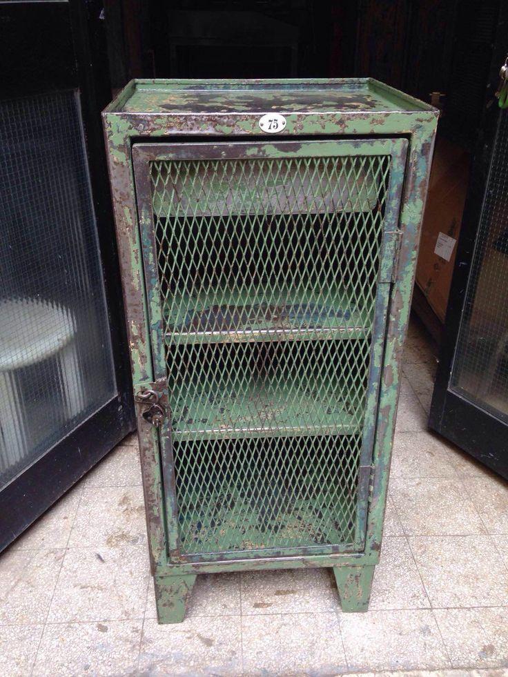 """Armadietto Industriale ex fabbrica francese anni '40, restaurato nella sua patina originale  Anni: '40  Misure: cm 45 x 40 x h100  -  COD. PROD.: <b>0326</b>  -  [button href=""""http://www.neoretro-vintage-industrial.com/contatti/maggiori-informazioni/"""" colorstart="""""""" colorend="""""""" colortext=""""#000000"""" icon_size=""""12"""" class="""""""" target="""""""" align=""""horizontal"""" width=""""normal"""" icon="""""""" ]MAGGIORI INFORMAZIONI[/button]"""