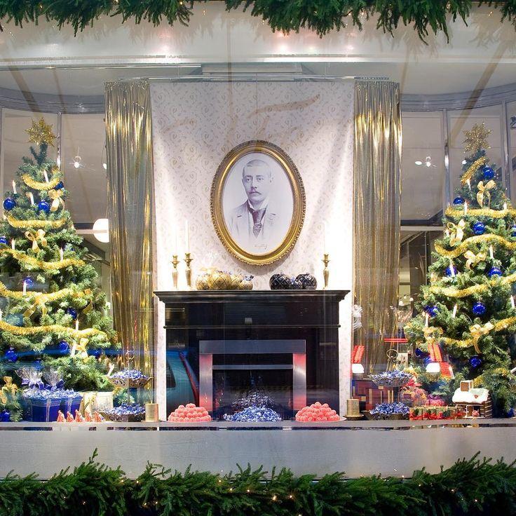 2 yötä Fazerin jouluun on... Mitä joulumuistoja tämä Karl Fazer Cafén jouluikkuna tuo mieleesi? #fazercafe