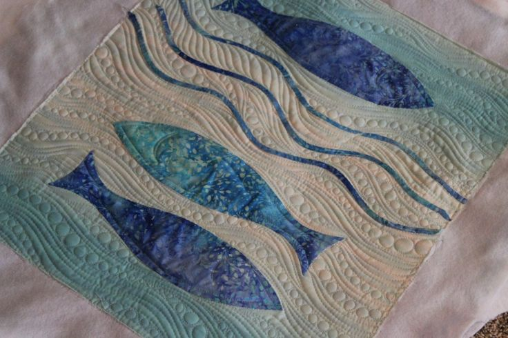 WOW -- simple and beautiful.... Angela Walters quilting... applique machine quilting