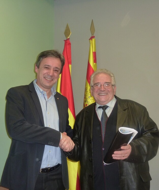 23-11-12 Carlos Bistuer (a la izq.), director de Auto Cuatro elegido por aclamación como nuevo presidente de La Asociación Provincial de Talleres de Reparación de Vehículos Automóviles de la provincia de Huesca