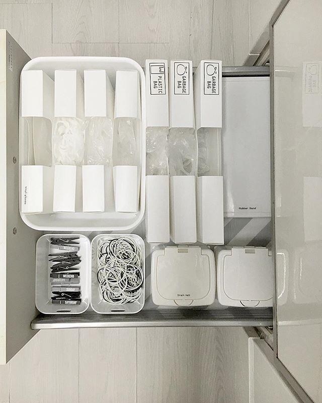 2017.3.29 + セリアのキッチン消耗品収納ケースを 購入したので 食洗機の下の収納を見直しました♪ + ゴミ袋,ビニール手袋,排水口ネットetc… パッ!と取り出せて、使いやすくなりました👍🏻 + + #収納#収納見直し #キッチン収納見直し #シンク下収納 #キッチン収納 #キッチン消耗品収納ケース #収納ボックス#ストレージケース #ワンプッシュ小物ケース #Seria#セリア #キャンドゥ #100均#100円ショップ #暮らし#暮らしニスタ#kurashiru #モノトーン#モノトーン雑貨 #白黒病#白黒マニア#白黒雑貨 #モノトーン大好き#monotone  #シンプルライフ#白#ホワイト