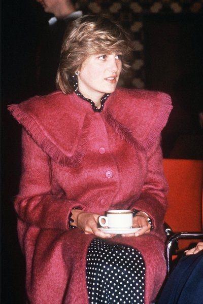 Płaszczyki księżnej Diany były zawsze świetnie skrojone i zgodne z panującymi trendami.