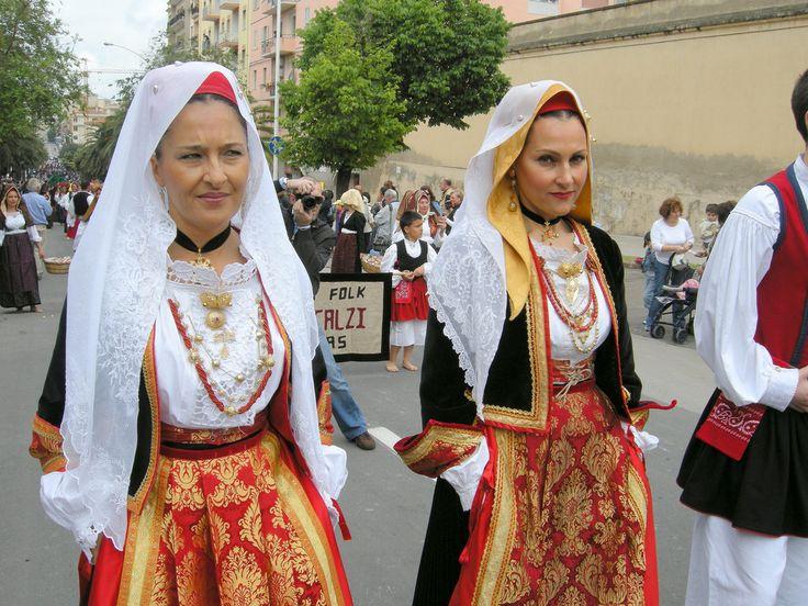 086 - Oristano - Costumi femminili   by carta.leonardo