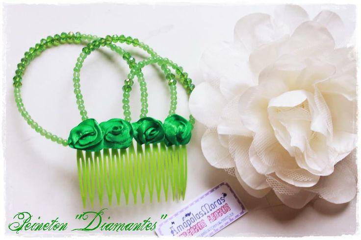 """Y mientras creamos nuestra nueva linea, no nos olvidamos de las que ya tenemos! **Peineton modelo """"Diamantes"""" en Verde + Flor de seda y tul en crema. Amapolas Moras - Complementos Flamencos"""
