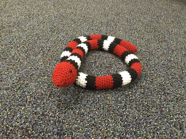 FREE PATTERN: Sleeping Snake This amigurumi pattern is for my Sleeping Snake. He loves to