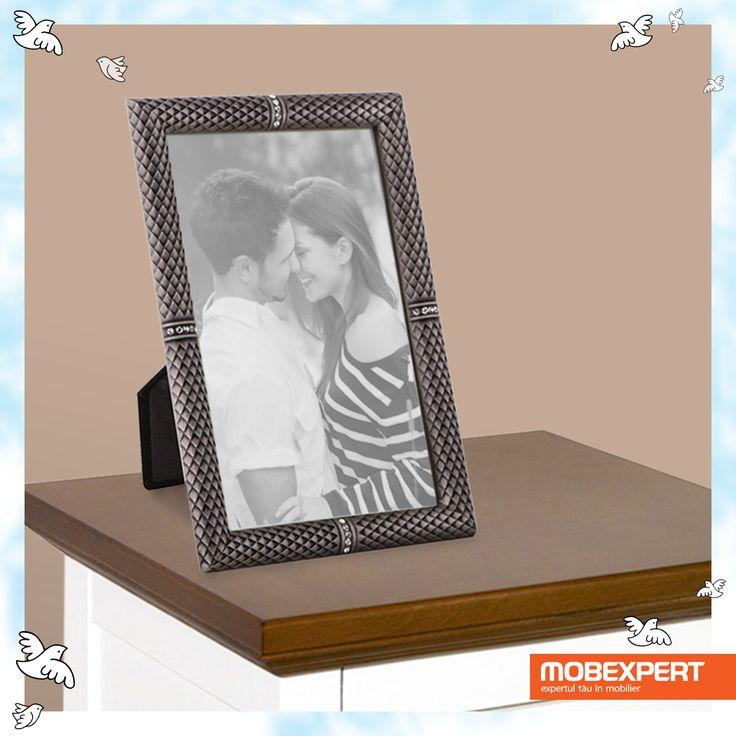 Ramă foto Abby. Clipele frumoase petrecute împreună se transformă în amintiri numai bune de înrămat. #mobexpert #dragobete #cadou
