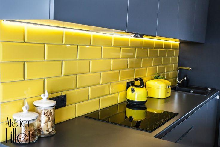 Szkliwiona cegiełka w kolorze żółtym