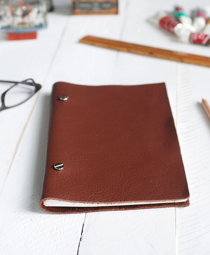 DIY: leather sketchbook MXS note the screw closures-SR