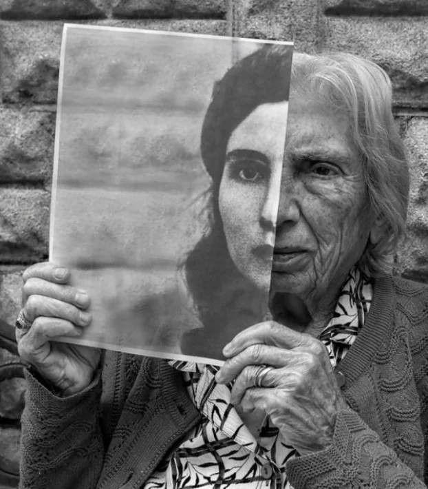 Un Fils Photographie Sa Mère, Du Haut De Ses 92 Ans: Ses Photographies Sont D&#…