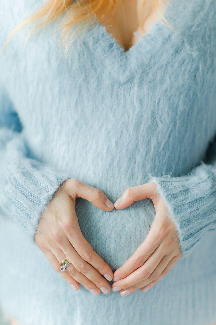 Brzuszek ciążowy na sesji w LIRYKA Atelier