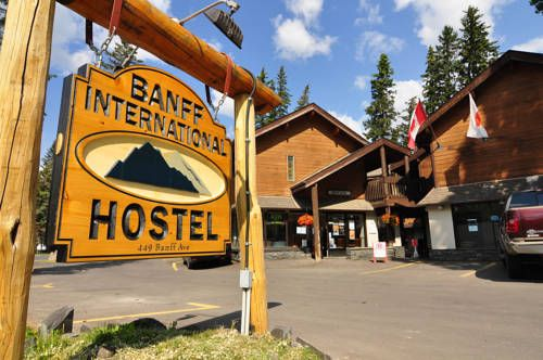 Banff International Hostel Banff (Alberta) Located in Banff centre, this hostel provides free WiFi in all rooms.  Mount Norquay Ski Resort is 15 minutes' drive away.  All shared dormitory rooms at Banff International Hostel feature shared bathroom facilities and lockers.