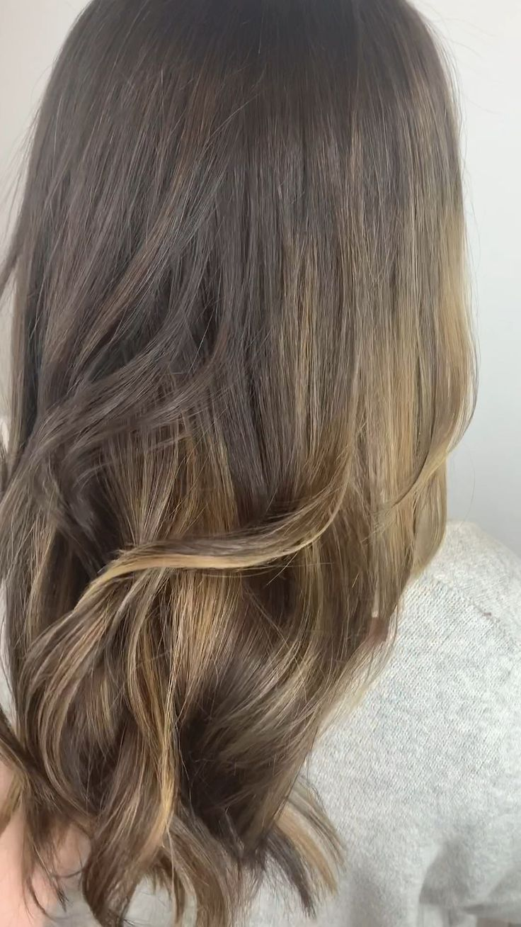 --Video Pin-- Warm honey caramel balayage for natural brunettes