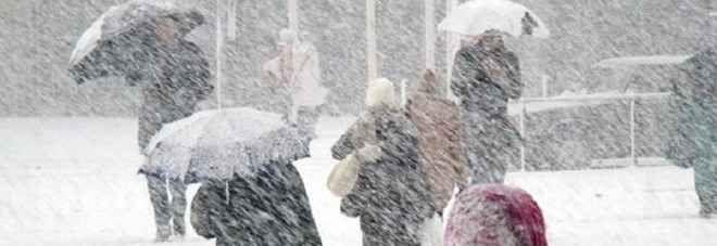 Il prossimo inverno freddo e neve record, ecco le previsioni L'inverno sta arrivando, ma già l'autunno sembra aver dato un assaggio di quella che sarà la stagione fredda 2016-2017. I prossimi mesi potrebbero riservarci abbondanti nevicate, anche a quote basse  #invernofreddoeneve