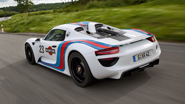 Awesome the Porsche 918 Spyder, 4.6-litre V8 570bhp 9,000rpm, and two electric motors by 270bhp in total.