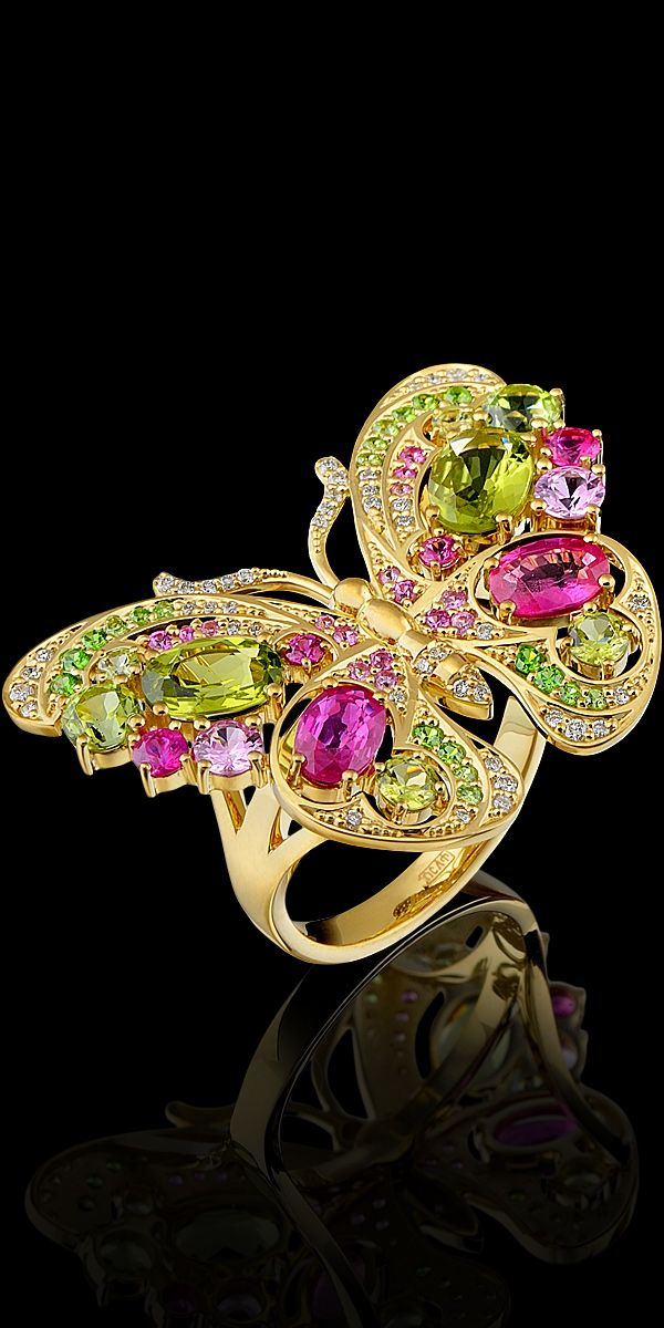 Ring 10938 Collection: World of insects  18K yellow gold, diamonds, rubies, pink sapphires, chrysolites.