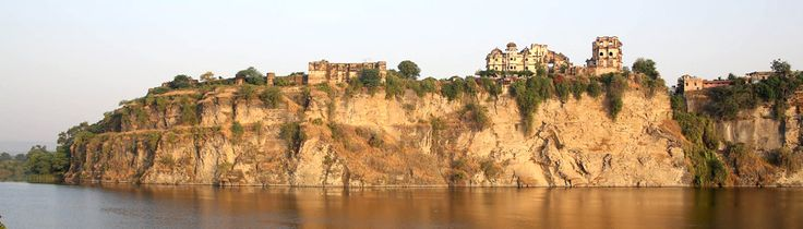 Bhainsrogarh in Rajasthan was built in 2nd century BC on the banks of Chambal river. It is one of the oldest forts built in Asian continent. It symbolizes the renouncement of the Mewar throne by Rao chunda for his yet-to-be born younger brother. This fort was presented to him as a token of gratitude by the Sisodiya clan. Rich in history and culture it gives you a mystic feel of the bygone era making it a must-visit place to explore the Indian heritage.  #travel #India