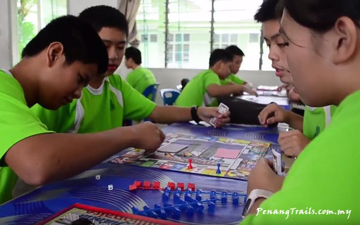 PHOR TAY PRIVATE HIGH SCHOOL – Humanity, Mindfulness, Diligence, Perseverance Phor Tay Private High School is the first Buddhist Secondary School in Penang. It traces its roots back to Buddhi…