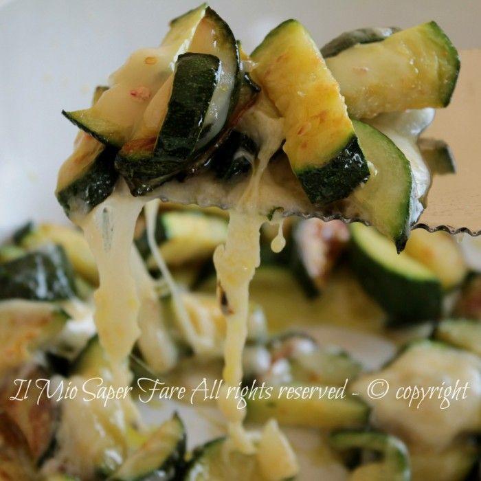 Zucchine filanti cotte in padellaantipasto o secondo gustoso e leggero.Ricetta con zucchineche non delude mai.Zucchine in padella ricetta dietetica veloce
