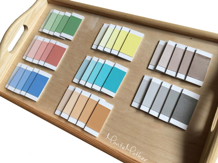 Farebné doštičky sú Montessori zmyslovou pomôckou na spoznávanie farieb a ich odtieňov. Existujú 3 škatuľky s doštičkami: škatuľka č.1 – základné farby– červená, modrá, žltá – z každej farby 2 páry škatuľka č. 2 – základné a odvodené farby – biela, čierna, šedá, hnedá, oranžová, zelená, ružová, fialová, modrá, červená, žltá – z …