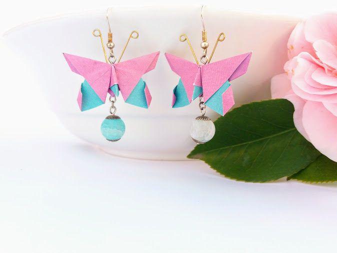 Orecchini origami farfalla dai colori sgargianti e primaverili ,carta bicolore rosa e azzurro con pietra dura pendente per renderli preziosi di diCartaediFilo su Etsy