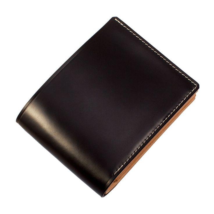 Shell Cordovan Wallet - • Modell: Shell Cordovan Wallet  • 5 Kreditkartenfächer  • 1 Fach für Personalausweis  • 1 Münzenfach  • 1 Scheinfach  • Kanten von Hand poliert  • 100% gefertigt in Deutschland