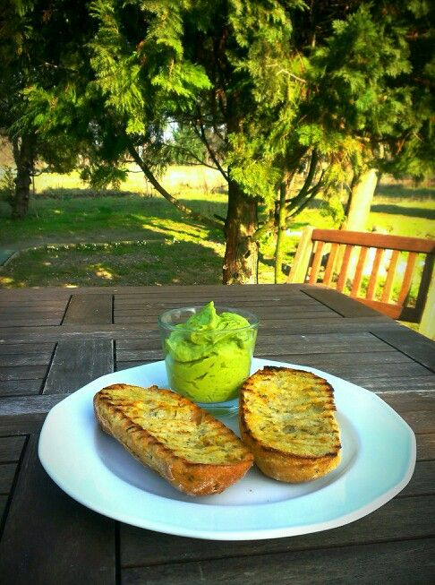 Avocado cream with toast