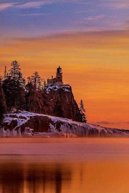 Faro de la roca de la fractura - lago Superior, bahía Silver, Minnesota