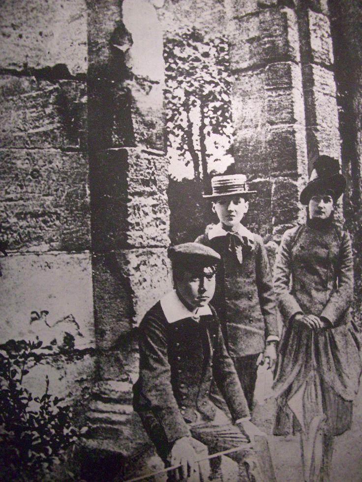 Marcel Proust avec des amis au parc Monceau, Paris (mai 1886)