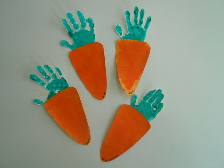 carrot hand print craft idea, dig into reading, toddler