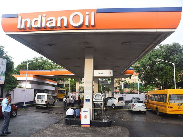 Indian Oil Corp opens India's first electric charging station in Nagpur In its annual report for 2016-17 presented earlier this year IOC said it planned to set up battery charging stations and was exploring the manufacture and retailing of lithium-ion batteries. http://ift.tt/2mEqUlA