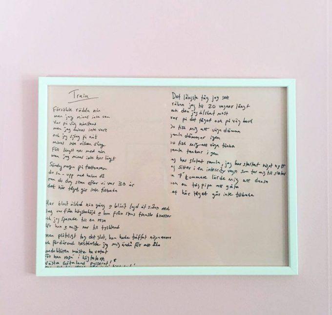 Text till en låt som tänktes släppas på 2 steg men som aldrig kom med. Fragment ur texten blev senare Ingen, oro tjabo!