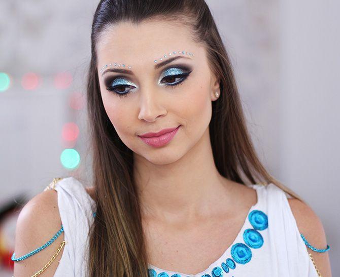 Maquiagem azul para o carnaval – com muito brilho e glamour