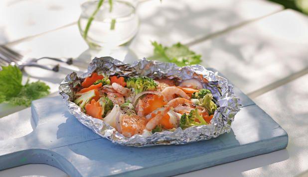 Denne oppskriften passer perfekt for både store og små. Her kan man selv velge fisk, grønnsaker og saus til sin skattkiste. Det er bare fantasien som setter grensene.