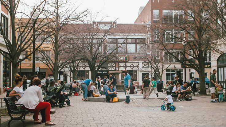 Looking for things to do in Lincoln Square and Ravenwood? Find restaurants, bars, attractions and more with the help of our neighborhood guide.