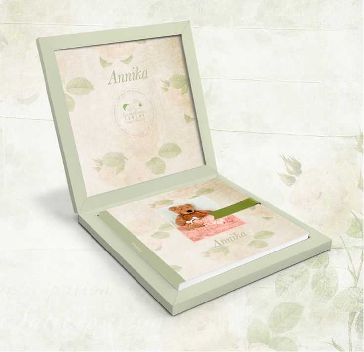 """Delicate #babybook in light green tones. The box is in light cedar touch paper, this color is in tune with the image of the cover and the lime ribbon complete the """"ton su ton"""" book. The result is harmonious and sweet, perfect for #newborn #portraitphotograhy. (by Loredana Turchi)"""