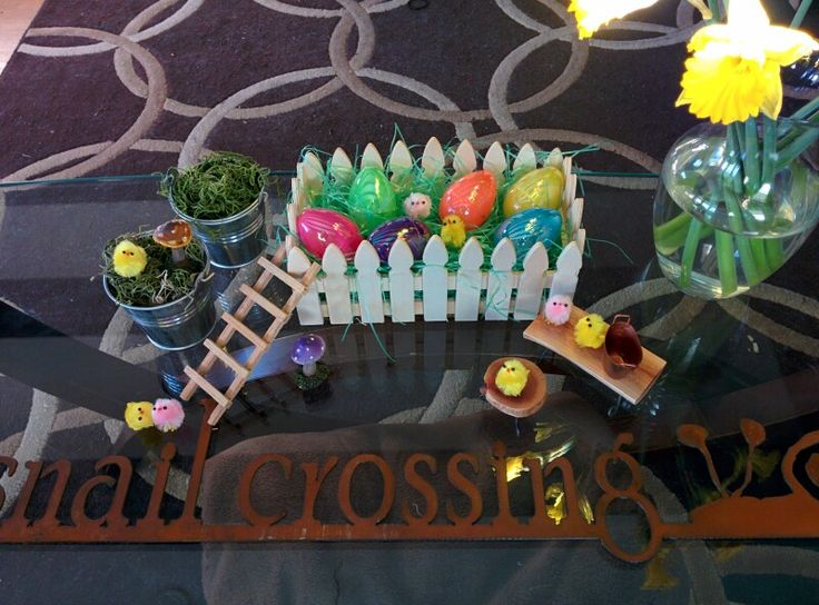 Picket fence box with eggs and peeps makes a fun Easter & Spring decoration