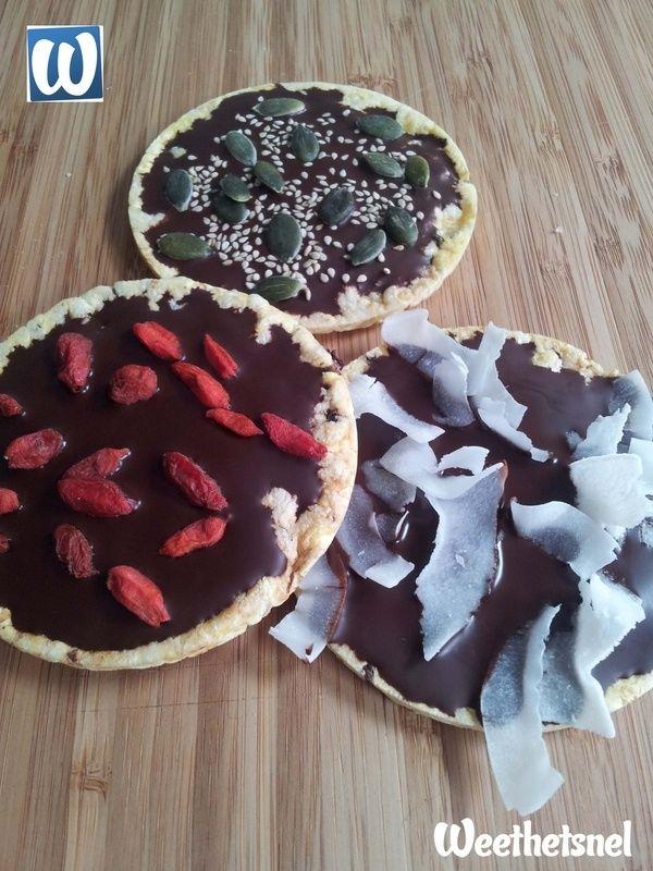 Gezond tussendoortje: chocolade rijstwafels met donkere chocolade en superfoods. - Instructies - Weethetsnel.nl