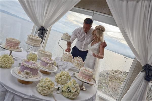 This was a wedding recently in the hotel who had 19 cakes for their cake table by Funky Cakes... it looked amazing!!